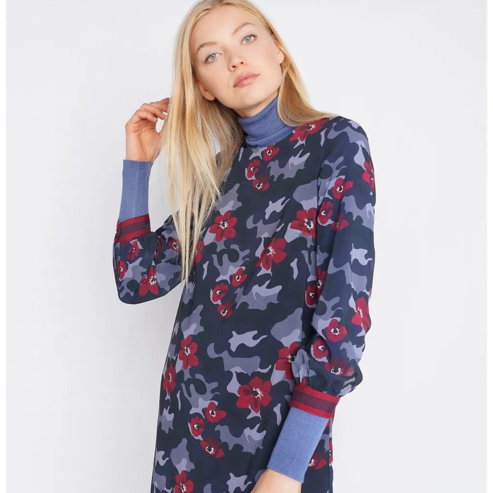 Vestido estampado floral azul Lionofporches