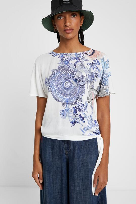 Camiseta estampado floral desigual