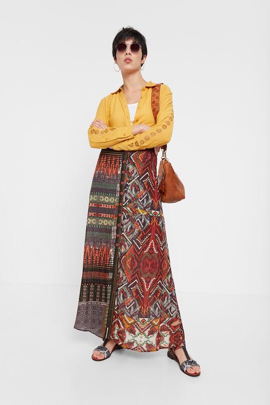 Siguen siendo una tendencia que no falla. Esta falda larga con estampado media naranja étnico-africano