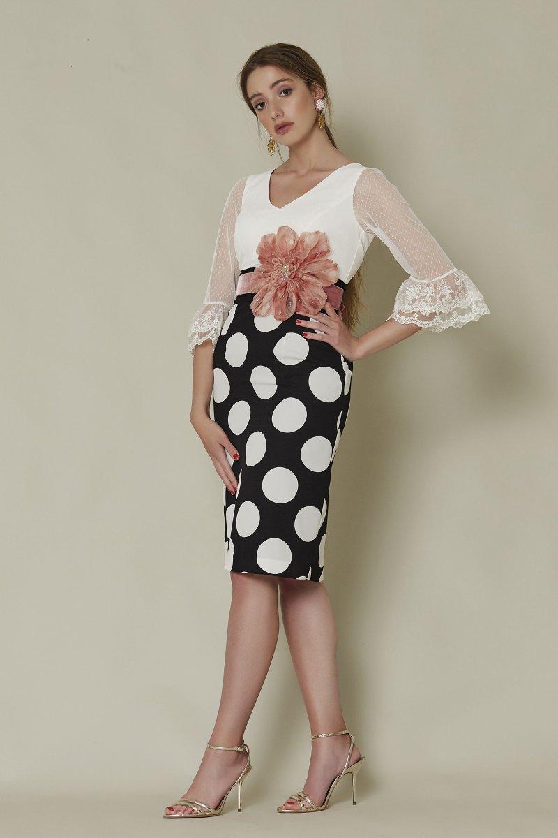 Vestido corto SARA RUIZ falda recta de lunares